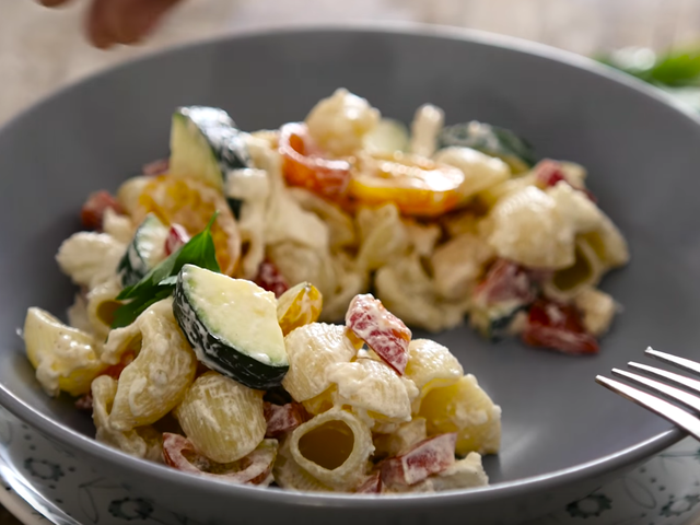 Cold pasta with chicken and vegetables